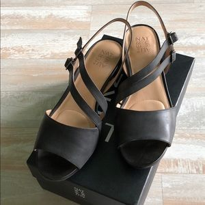 NWOT 11W Black Naturalizer sandals
